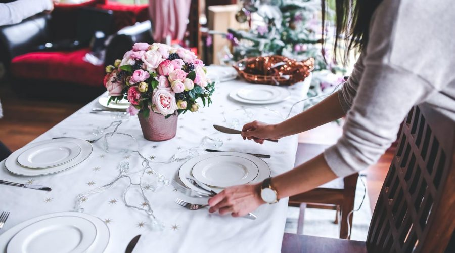 How to Keep Your Wedding Catering Budget Low